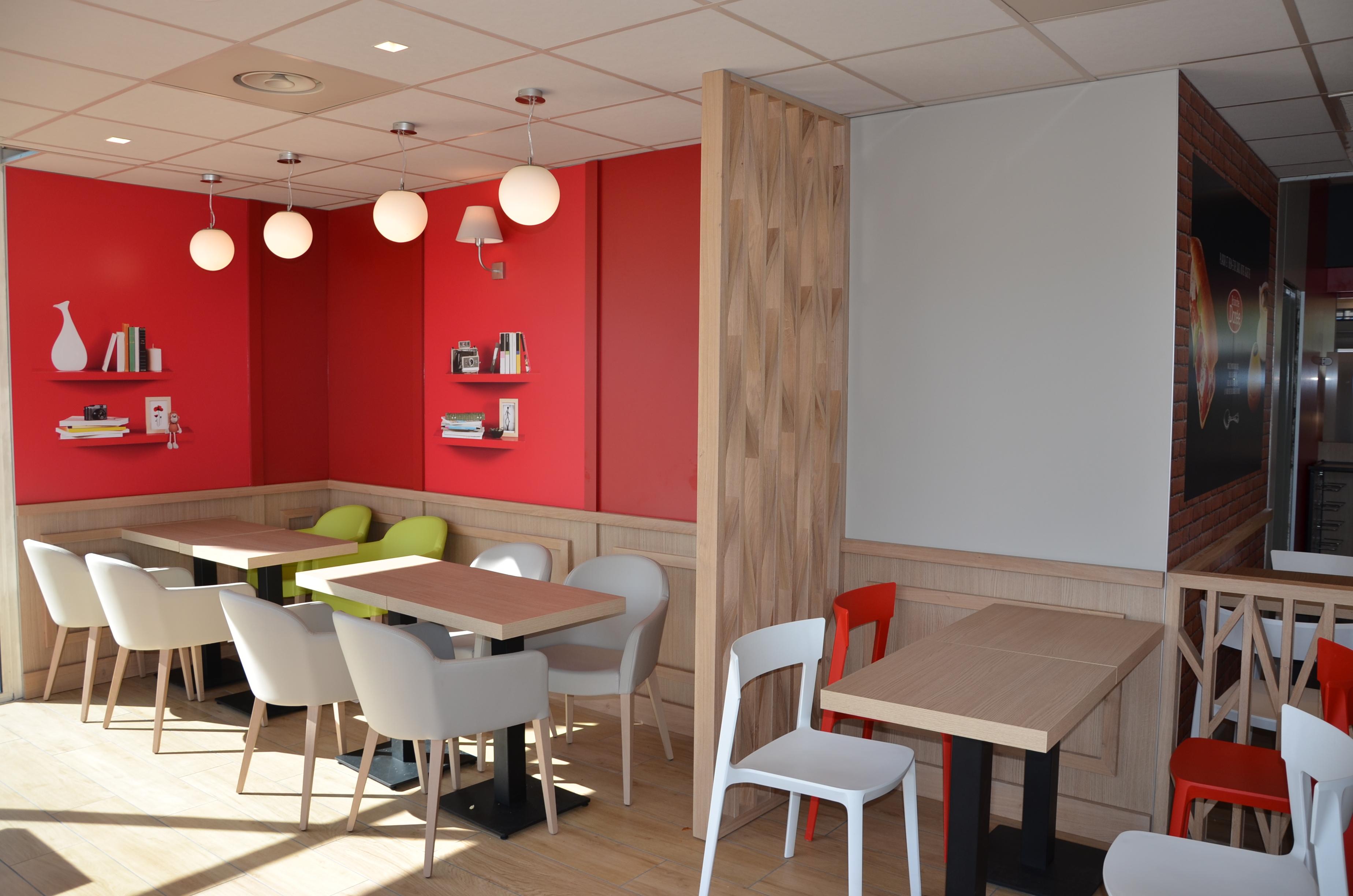 Espace restauration station Avia de Sérrezin